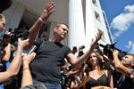 Навального и Офицерова оставили пока на свободе