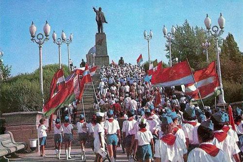 За стеной. Часть I | «Россия для всех»