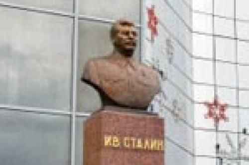 Верующие жители Якутска не хотят бюста Сталина