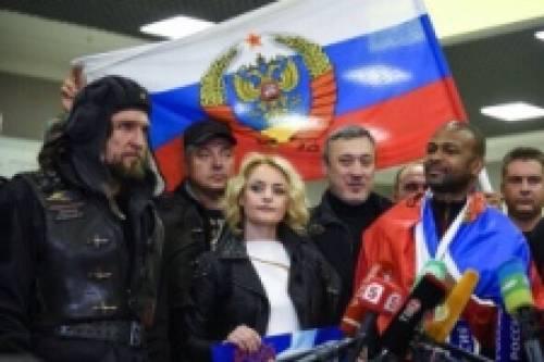 «Хирург» надругался над флагом РФ | «Россия для всех»
