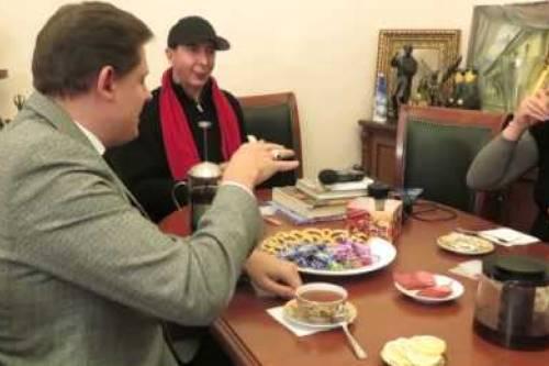 KRYMNASH: Учитесь говорить по-русски с М. Алмондом и Е. Понасенковым | «Россия для всех»